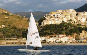 La squadra agonistica del centro velico di Cetraro partecipa alla regata nazionale Laser di Crotone